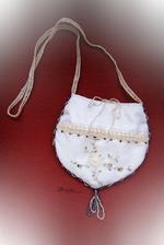 Svatební kabelka (šití + háčkování + korálky) ...vlastnoručně vyráběné
