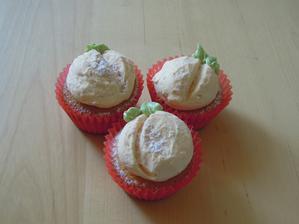 Snaha o dekoraciu cupcakov na broskynky :-D