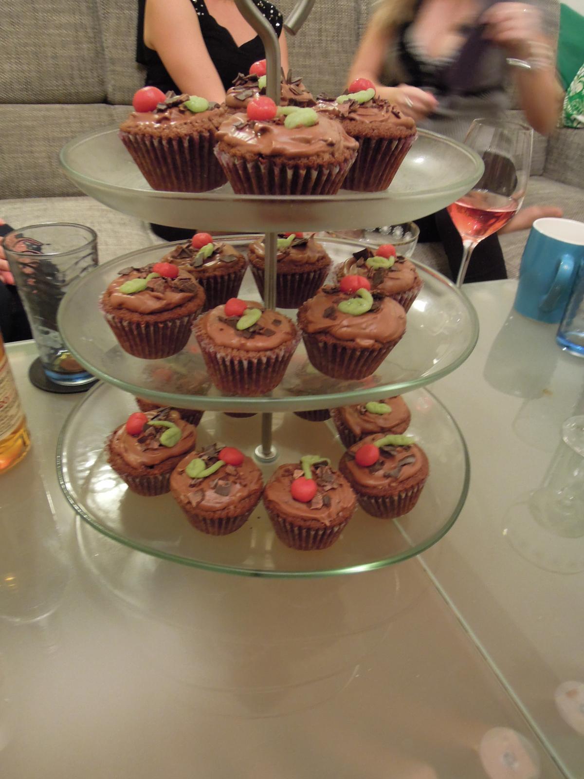 Cupcake´s and Co... moja nova zaluba... - Moje narodeninove cupcaky namiesto torty ;-). Podla mojho draheho najlepsie cupcaky ake som kedy urobila :-D