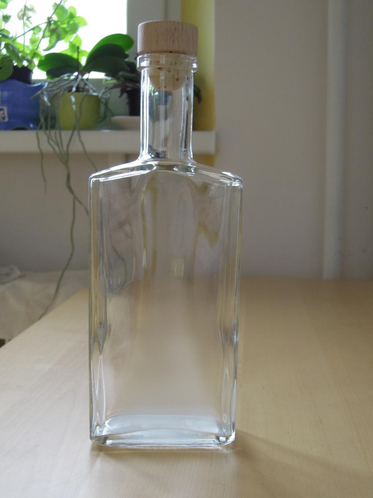 Pomaly zbieram... - Prisli flasky na palenku. Uz len nalepit etiketu a naplnit.