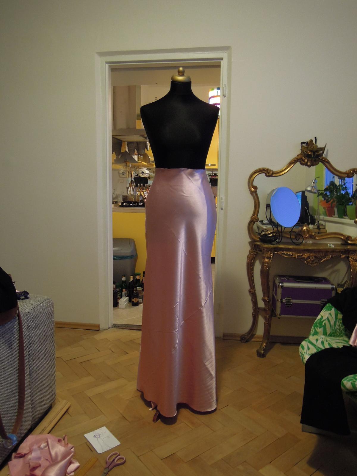 Ako sa siju popolnocky v style 30 tych rokov :-) - Predok sukne
