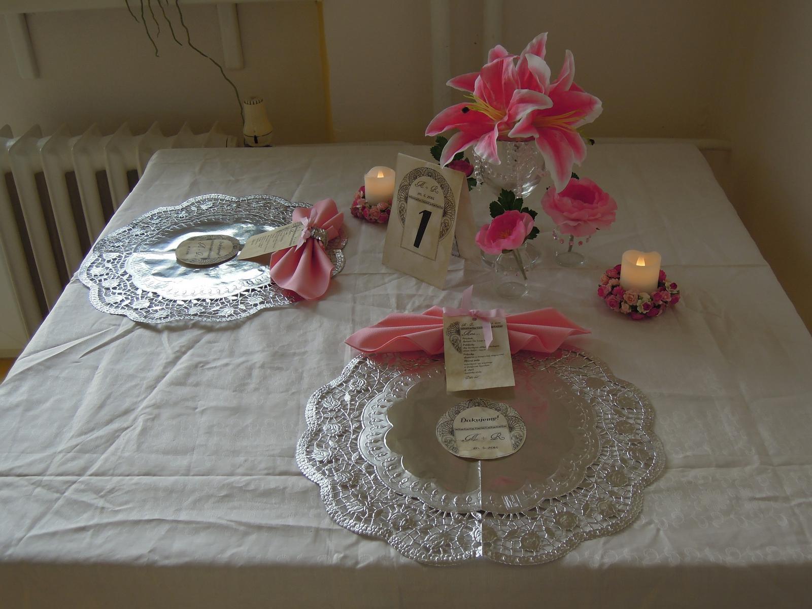 Pomaly zbieram... - Skuska dekorovania stola... PS: Nemam biely obrus doma tak som dala bielu latku na sitie :-D