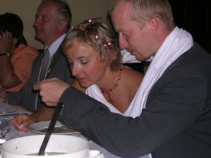 Tradiční polévka z jednoho talíře