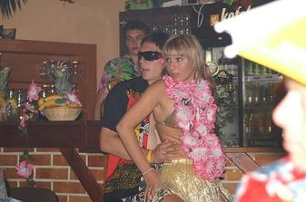 pozadani o ruku na hawai party...nadhera