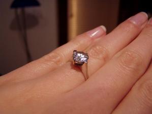 Môj snubný prstienok... zistila som, že sa nerád fotí :-)