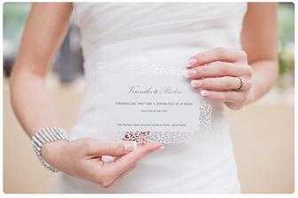Svatební oznámeni od GoldPress: http://www.goldpress.cz/produkty/svatebni-oznameni/                                                                                                 Nechali jsme si ho udělat na bílý perleťový papír a vypadalo nádherně!
