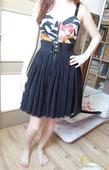 Čierne šaty s kvetinovým vzorom, S