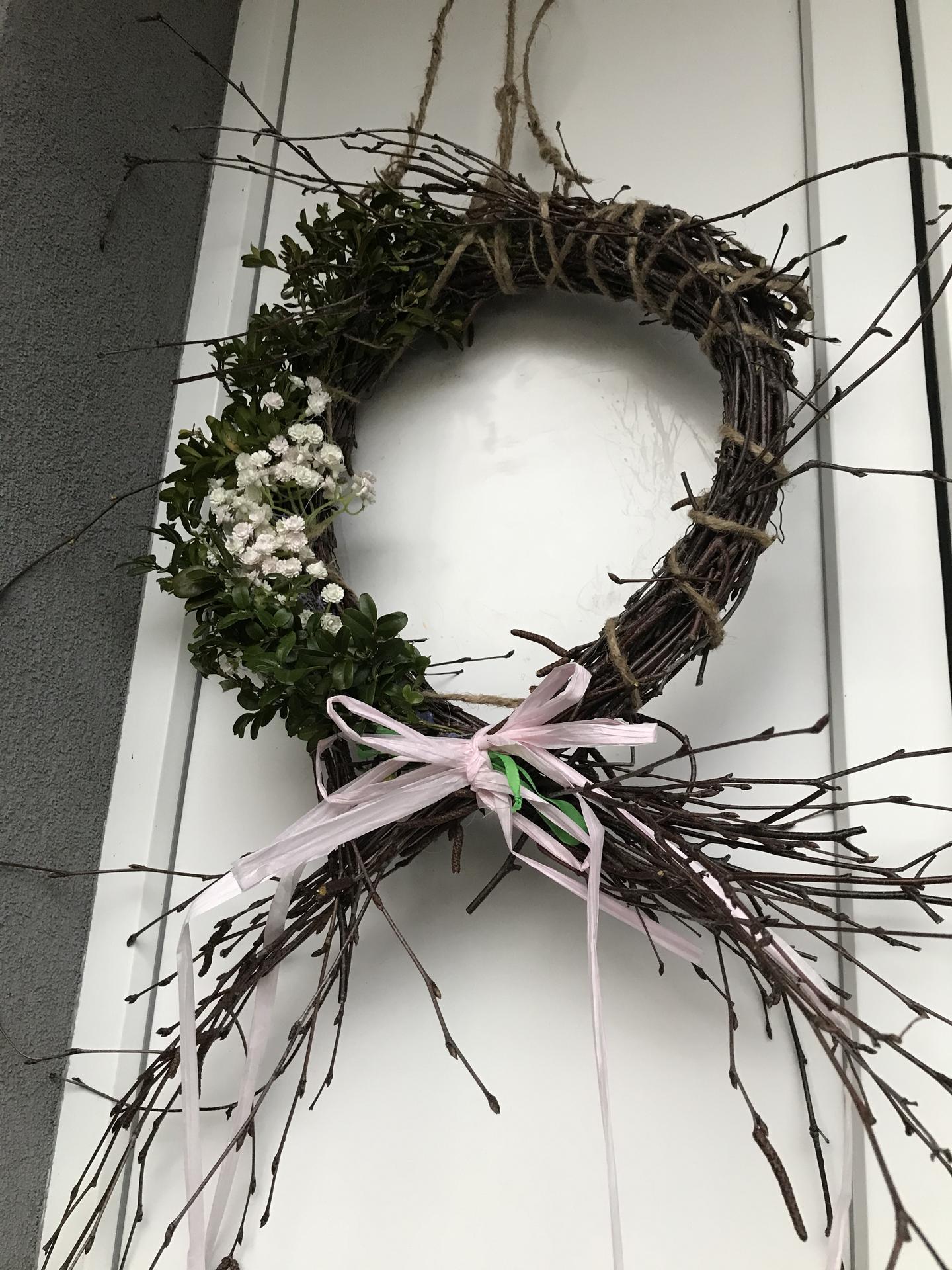 Život v roce 2021 - Tak vánoční věnec😀😀😀konečně vystřídán jarním z březových větviček.