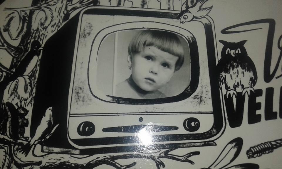Letošni Velikonoce opět jiné - tak trochu netradiční. Pro rozveselení jedna moje vzpomínka z dětstvi - všimněte si hlavně mého sestřihu hodného televizní hlasatelky😂😂😂 - Obrázek č. 1