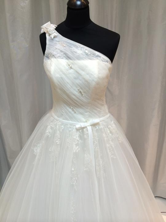 70ac81994603 Romantické svadobné šaty -