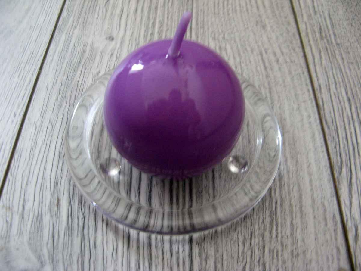 Sviečka guľa 6cm fialová lakovaná - Obrázok č. 1