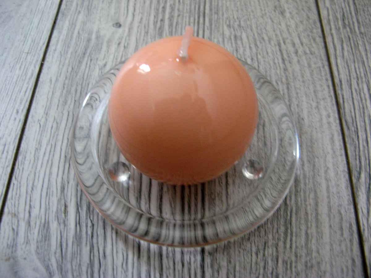 Sviečka guľa 6cm lososová lakovaná - Obrázok č. 1