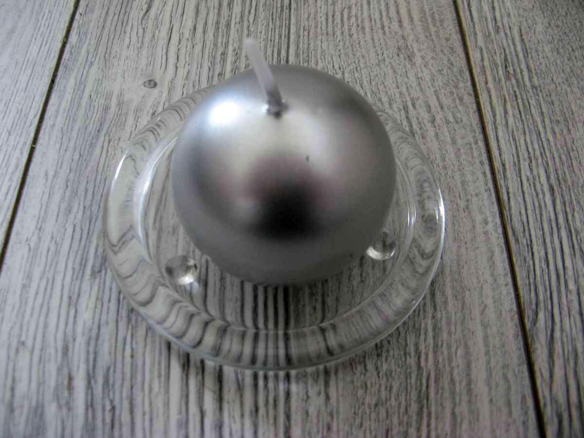 Sviečka guľa 6cm strieborná metalíza - Obrázok č. 1