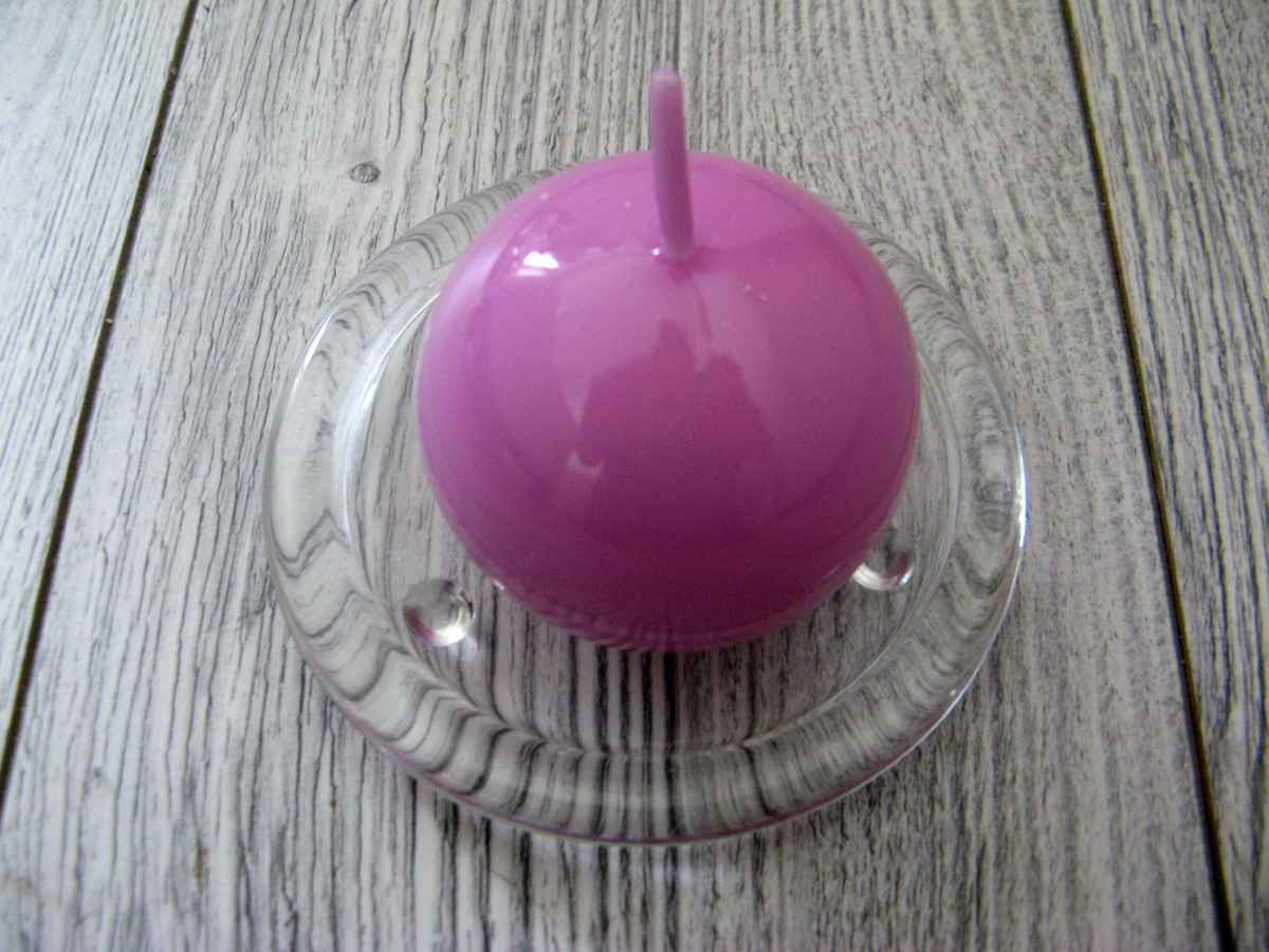 Sviečka guľa 6cm svetlofialová lakovaná - Obrázok č. 1