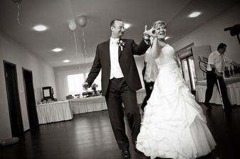 Náš prvý tanec - bolo nacvičené, ale takmer všetky kroky sme zabudli