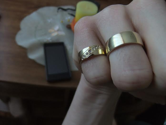 Môj zásnubný prstienok a naše obrúčky :) - Obrázok č. 5