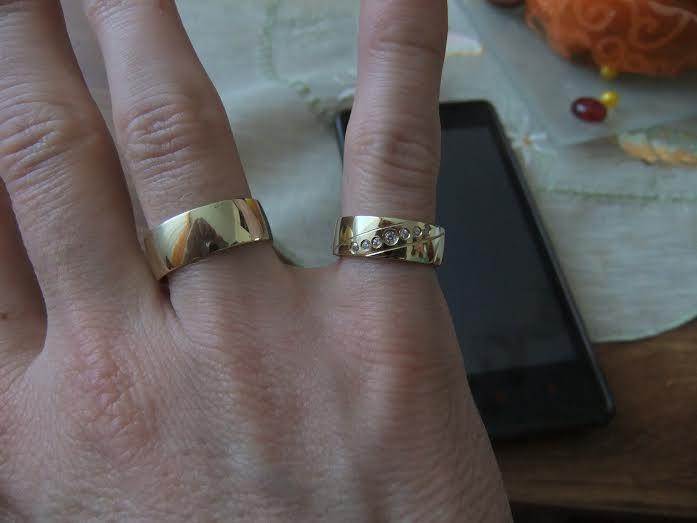 Môj zásnubný prstienok a naše obrúčky :) - Obrázok č. 6