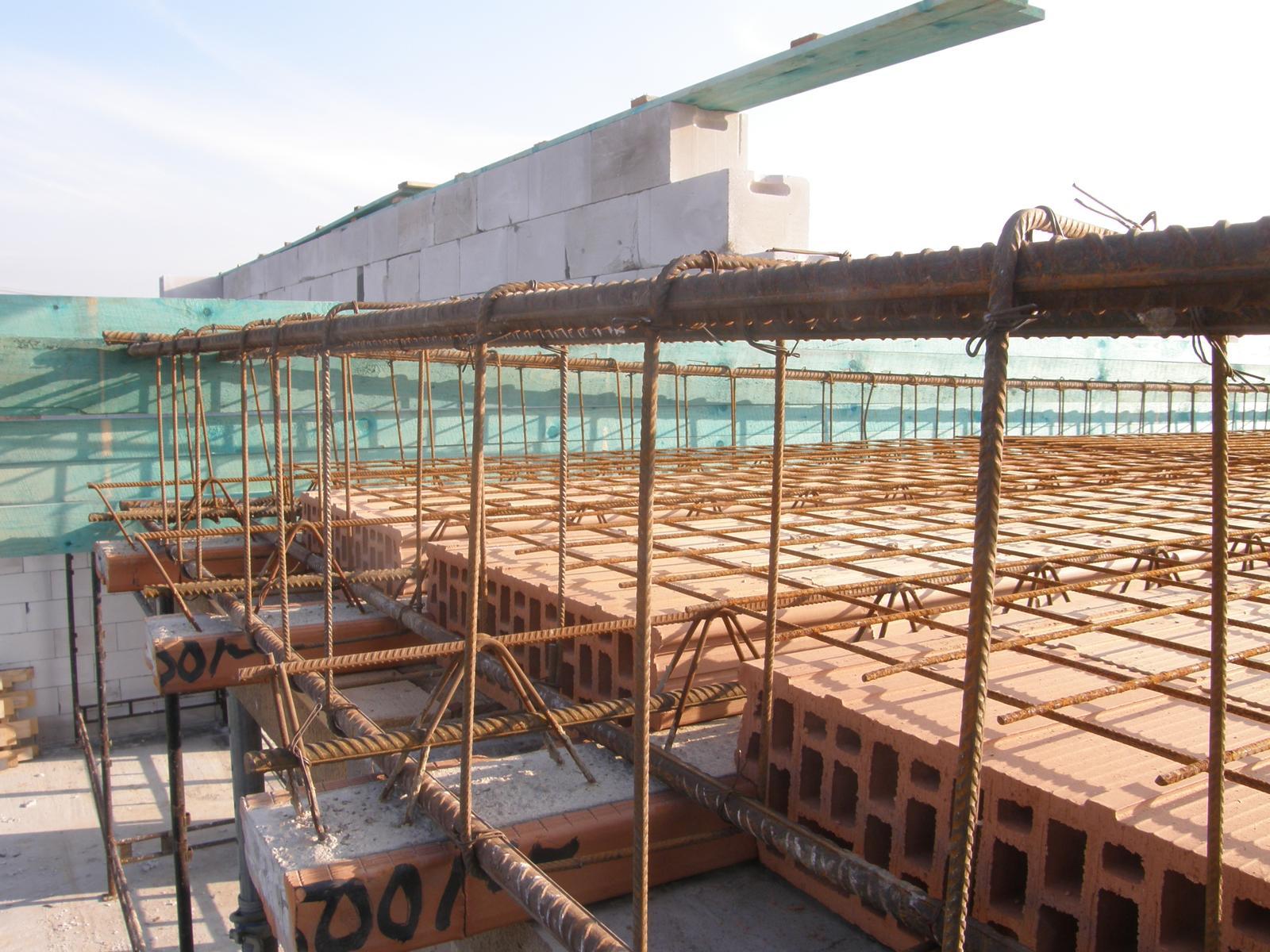 Bungalov 1477 od Euroline - 28.11.2015 Příprava na betonáž stropu a části věnce - bude to monolit.