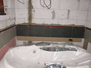 4.1.2017 Dneska se nalepily první obkladačky v první koupelně.