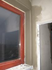 únor-březen 2017 A taky vnitřní parapety a špalety kolem oken.
