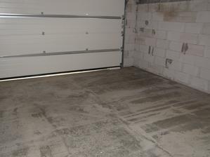 11.6.2017 poslední kus podlahy v baráku (garáži) je hotov. Konečně