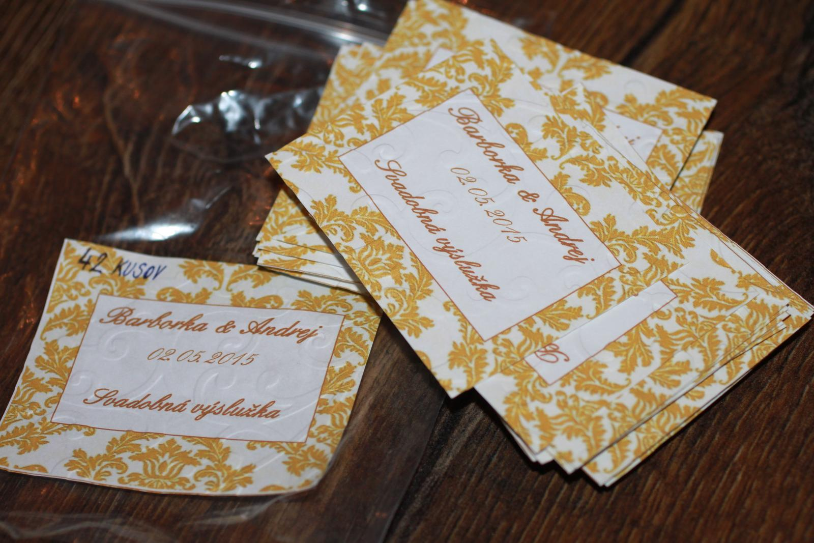 Naše prvé svadobné návrhy a prípravy - Nálepky na výslužku vytlačené a poembosované :)