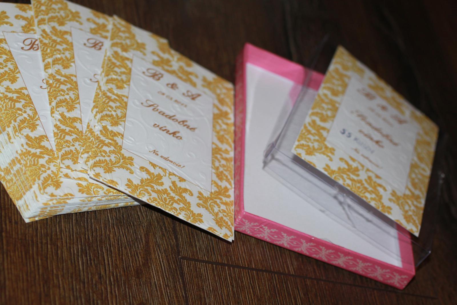 Naše prvé svadobné návrhy a prípravy - Juj... a nálepky na vínko už sme dokončili tiež :) Vytlačili a poembosovali, nech to je 3D :)