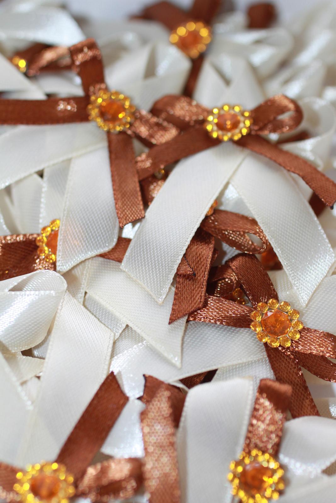 Naše prvé svadobné návrhy a prípravy - Pierka už tiež dokončené :) Ide sa pracovať na menovkách a darčekoch pre detičky :)