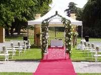 Rádi bychom svatbu na zámku, mě se líbí Štiřín a obřad venku, paráda:o)