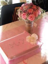 výtvor mojí starší sestry - krabička na blahopřání a svatební kytičky