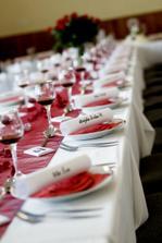 popisky míst na stole