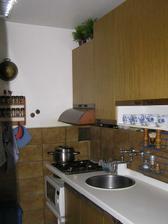 Stařičká kuchyňská linka