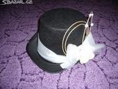 Svatební klobouk na auto,