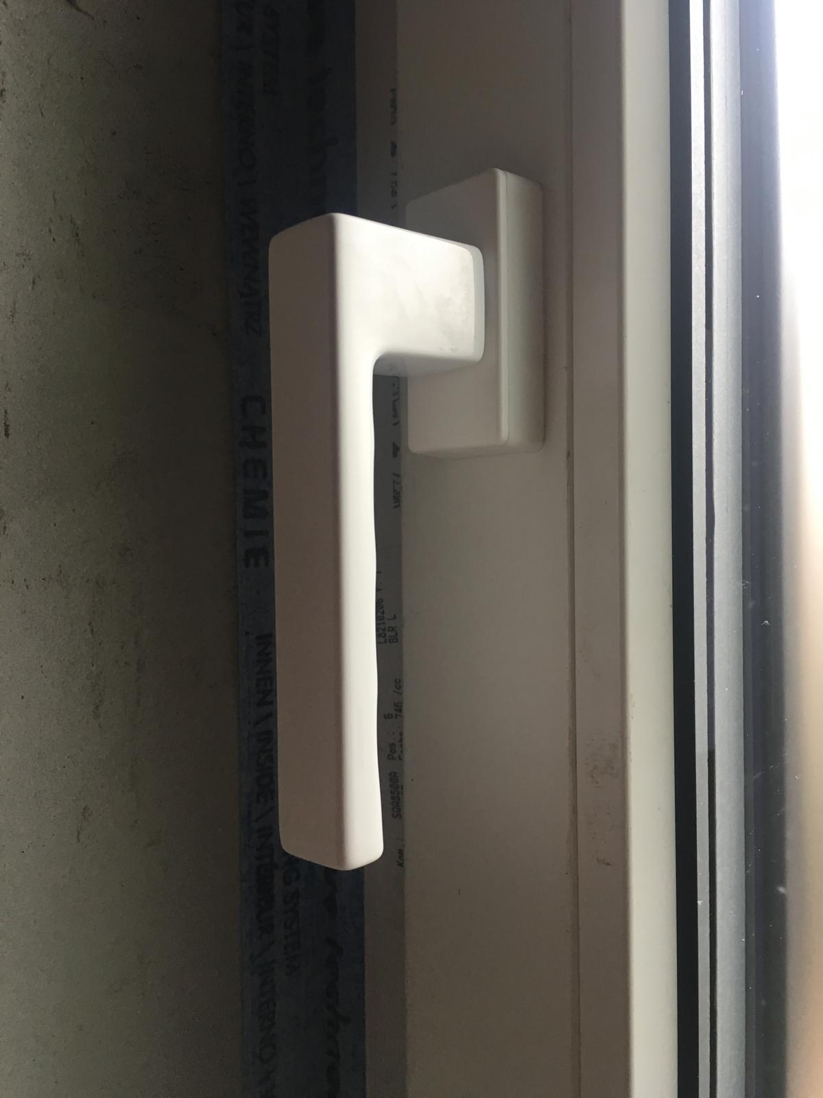 Bungalov 2k17 - individuálny projekt - HASTA - Hoppe toulon secustic ❤️ Tieto kľučky sú moja srdcová záležitosť 😁 milujem ich ! Vždy keď sa na ne pozriem tak si poviem aké sú pekne 😁 takéto detaily a maličkosti sú pre mna veľmi dôležité