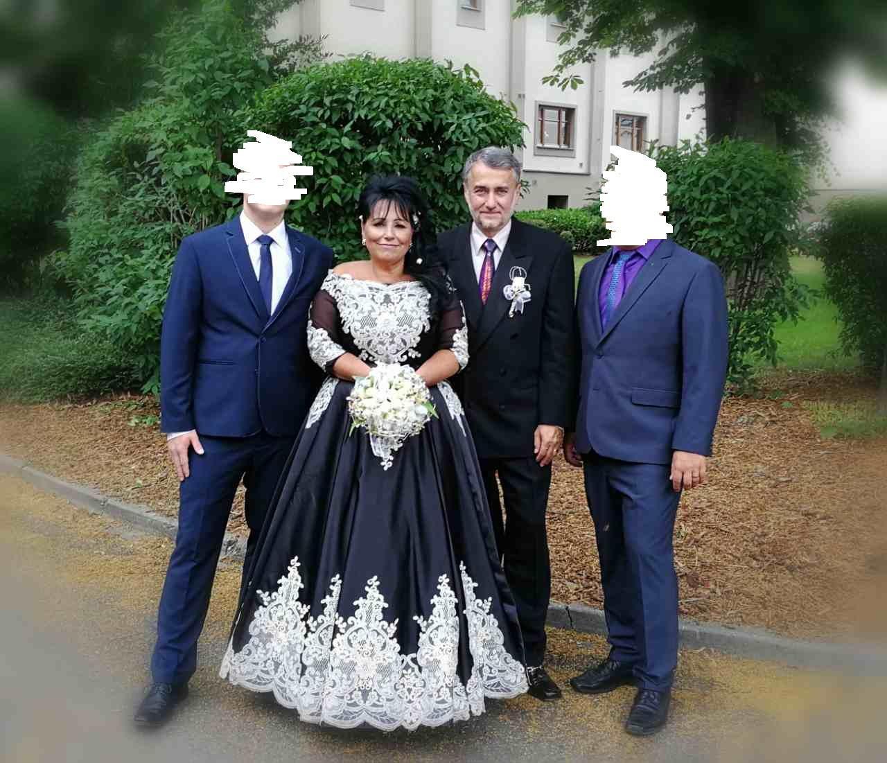 Svatební šaty pro starší nevěsty - Obrázek č. 1