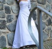Prodej svatebních šatů se skládáním a bižu ozdobou, 38