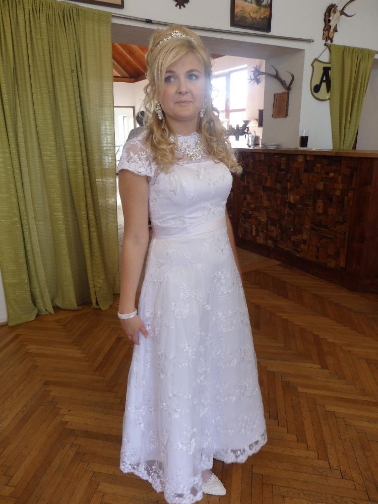 Svatební krajkové šaty - Obrázek č. 1
