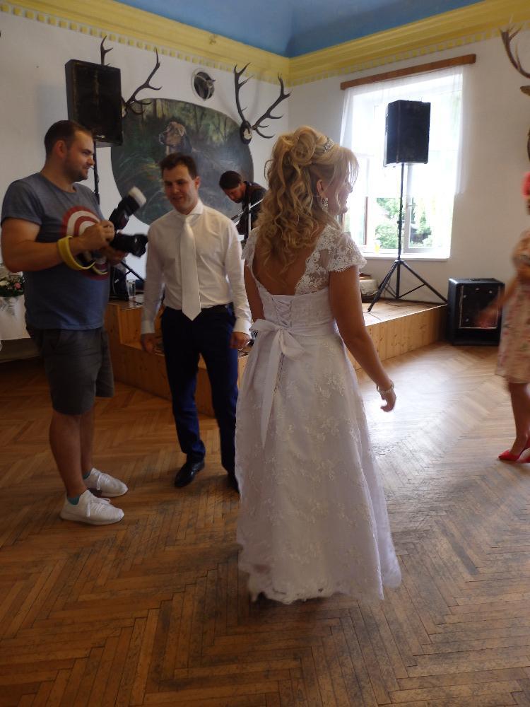 Svatební krajkové šaty - Obrázek č. 2