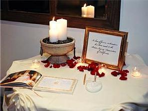 Špeciálny stolík pre knihu pre hostí a iný dekor...