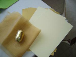 papier na menovky, organza pre darčeky pre hostí