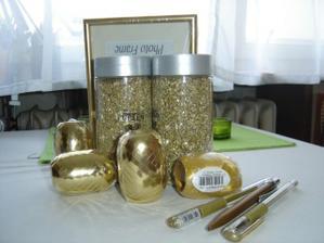 dekoračný piesok ku krémovým sviečkam, zlaté fixy na zdobenie