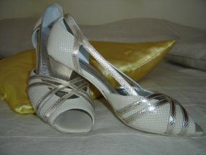 topánočky k 2. šatám na prezlečenie