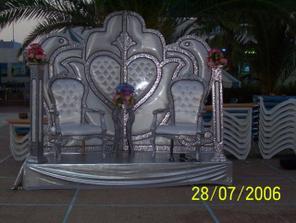 na svatební cestě jsme zažili i místní svatbu, sezení pro novomanžele