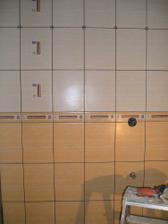 začiatok obkladu kúpeľňa