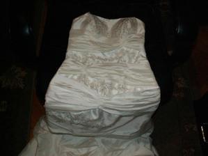 detail šatů