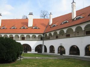 Nadvorie zamku Topolcianky