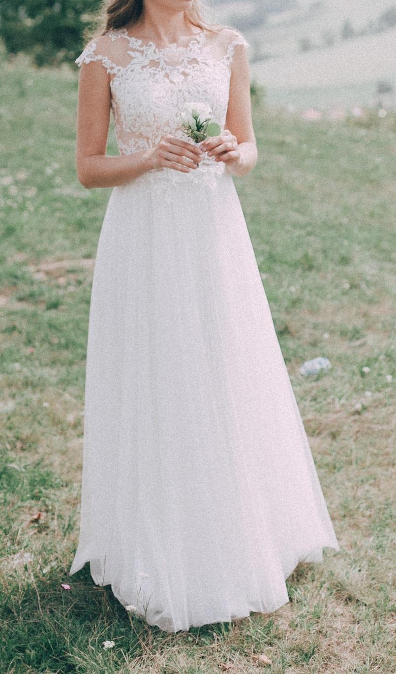 Svadobné šaty s vlečkou na gombíky - Obrázok č. 1