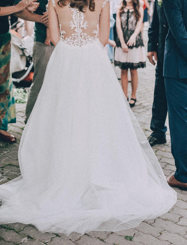 Svadobné šaty s vlečkou na gombíky - Obrázok č. 3