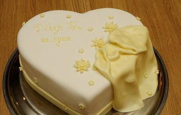 podobný dortíček rodičům, už je objednaný...:)