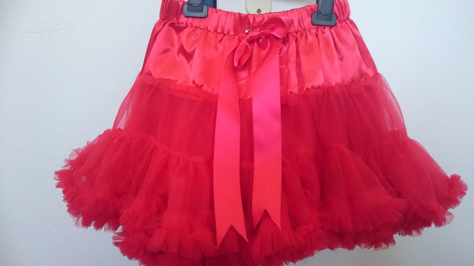 Nenosená červená suknička pre malú parádnicu - Obrázok č. 3